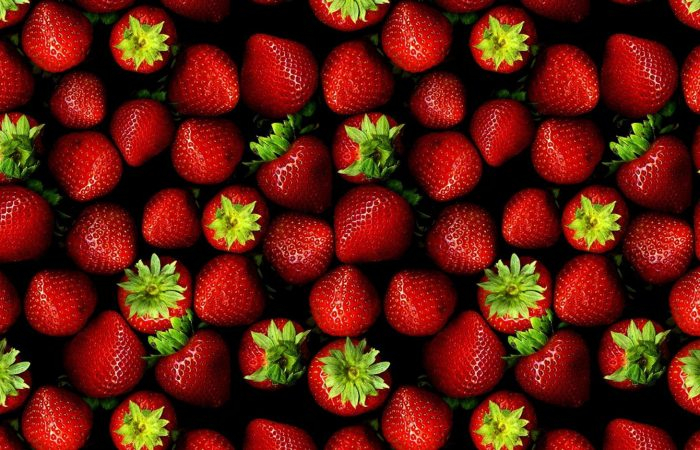 How to eat strawberries